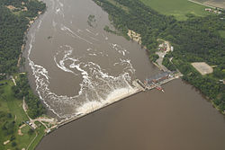 Aerial view of the Prairie du Sac Dam during the 2008 flood.jpg