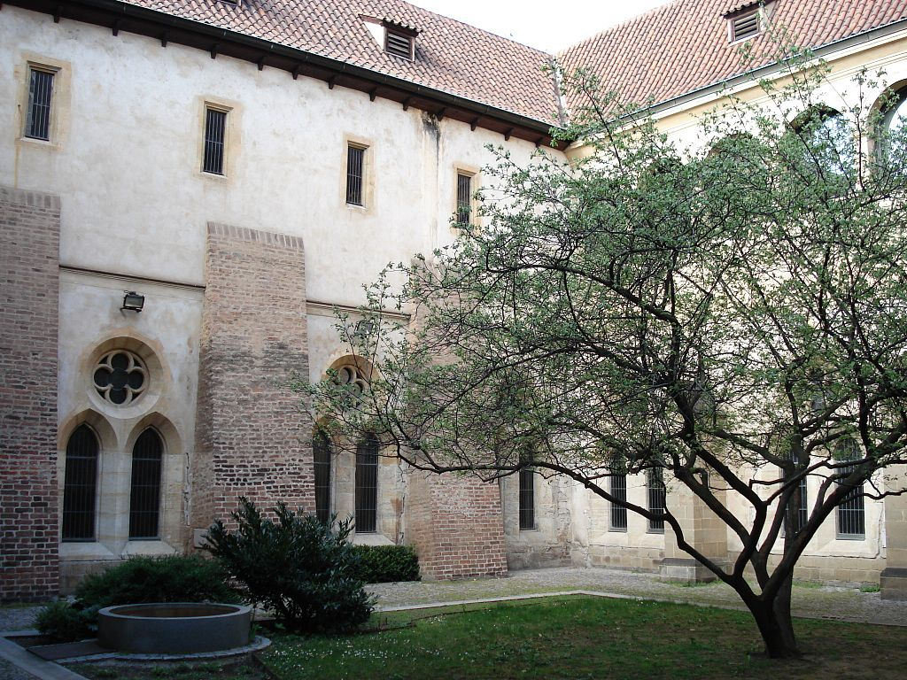Cloître du monastère Saint Agnès.