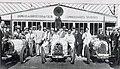 Arrivée du GP Bugatti 1928, g à d n°53 Ph. de Rotschiled 2e, E. Bugatti, n°50 Dubonnet 1er, Williams 4e, et n°52 Zehender 4e.jpg