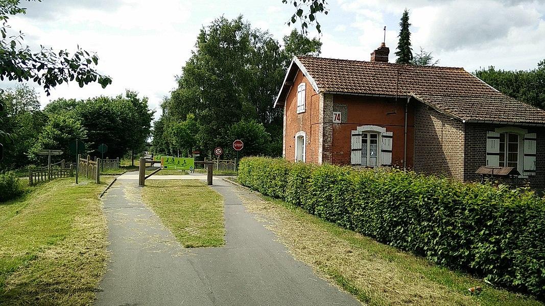 Avenue verte - Ancien passage à niveau - Neuville-Ferrières - Le Mesnil