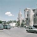 Avignon. Gezicht op de kerk Notre Dame des Doms en het paleis van de pausen. Op , Bestanddeelnr 255-9950.jpg