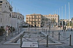 Bari - Piazza del Ferrarese.JPG