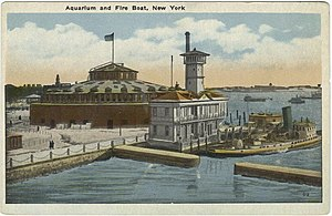 New York Aquarium - The aquarium used to be housed in Castle Clinton (left) in Battery Park (image before 1923)