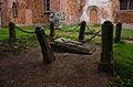 Berendshagen - Kirche - Grab an der Südseite.jpg