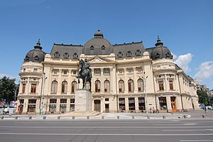 Central University Library, Bucharest - Frontal view with Carol's statue