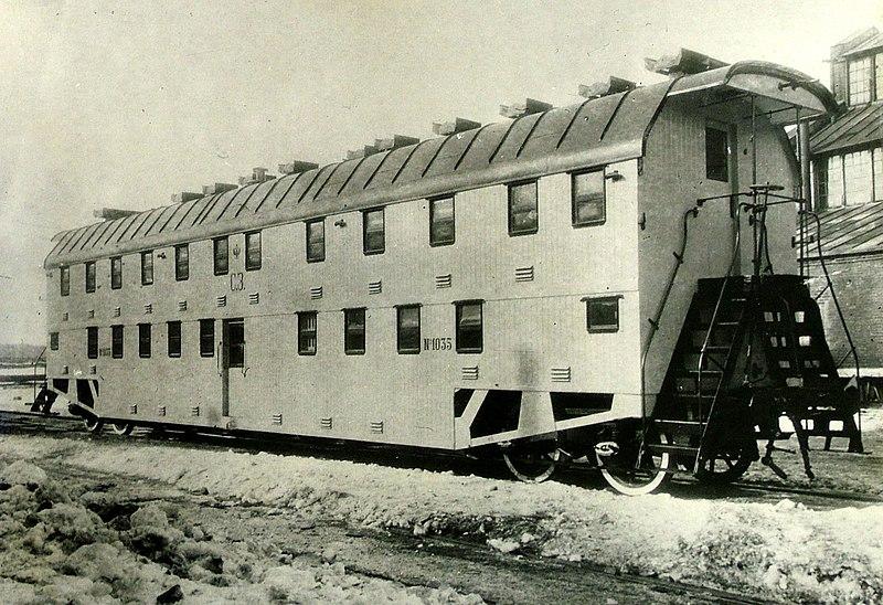 http://upload.wikimedia.org/wikipedia/commons/thumb/c/c4/Bilevel_rail_car_russian_1905.jpg/800px-Bilevel_rail_car_russian_1905.jpg