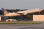 Boeing 737-924(w) 'N32404' United Airlines (26807040258).jpg