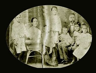 Rafael Filiberto Bonnelly - The Bonnelly-Fondeur family, circa 1902.   The marriage of María Luisa Fondeur and Carlos Sully Bonnelly, appears alongside their children: Carlos Sully Rafael, Carmen Camelia Florencia, Manuel Furcy, Manuel Ulises, Raúl, and Luis Alberto.