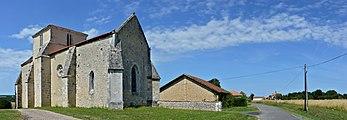 Brie-sous-Barbezieux eglise grange maisons 2013.jpg