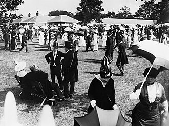 Season (society) - Racegoers attending Royal Ascot in England, United Kingdom, before the First World war.