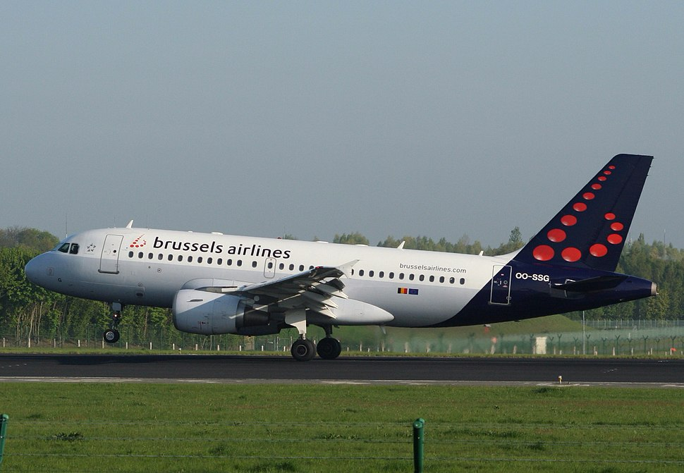 Brussels Airlines Airbus A319 landing at Brussels Airport