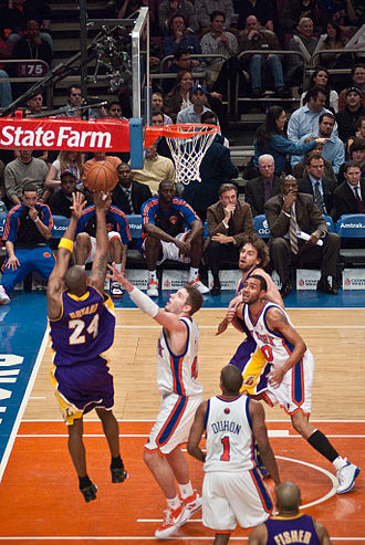 2008–09 Los Angeles Lakers season - Bryant scored 61 points against the Knicks in New York.