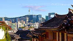 Bukchon-seoul-tower.jpg