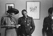 Bundesarchiv Bild 101III-Alber-045-30, Berlin, Sepp Dietrich mit Ehefrau