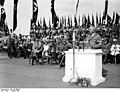 Bundesarchiv Bild 183-E09437, Berlin, Robert Ley beiGrundsteinlegung für Siedlung.jpg