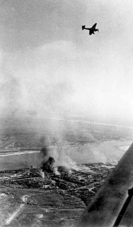 Junkers Ju 87 Stuka dive bombers above the burning city Bundesarchiv Bild 183-J20286, Russland, Kampf um Stalingrad, Luftangriff.jpg