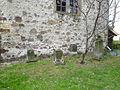Calvörde-Wegenstedt, Ortskirche, Alte Grabsteine an der Ostseite.JPG