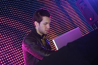 Calvin Harris - Harris performing at Xbox Reverb in 2009