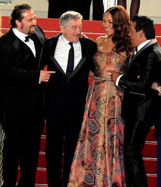 Roberto Durán - Durán (right) attending the screening of Hands of Stone at the 2016 Cannes Film Festival, with director Jonathan Jakubowicz, actor Robert De Niro and De Niro's wife Grace Hightower.