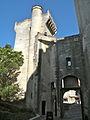 Château de Tarascon - cour d'entrée 01.JPG