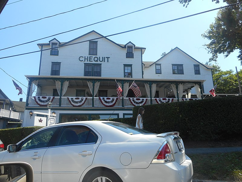 File:Chequit Hotel; Close-Up.jpg