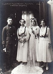 Children of Ernst II and Alexandra of Hohenlohe-Langenburg 1916.jpg
