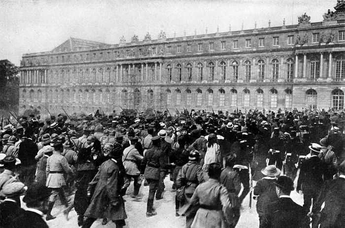Collier's 1921 World War - crowd around Versailles Palace after treaty signing.jpg