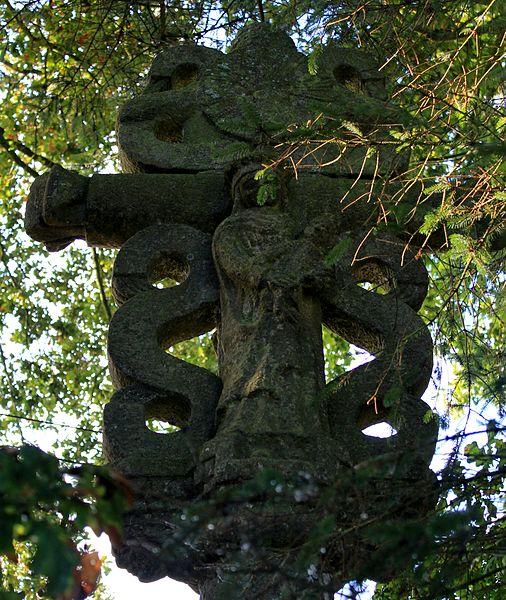 Croix de Kercloarec: revers, Vierge à l'enfant
