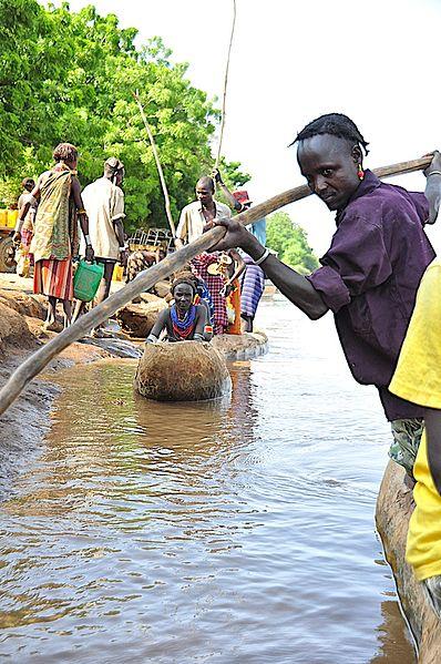 File:Crossing Omo River at Omerate, Ethiopia (14479317145).jpg