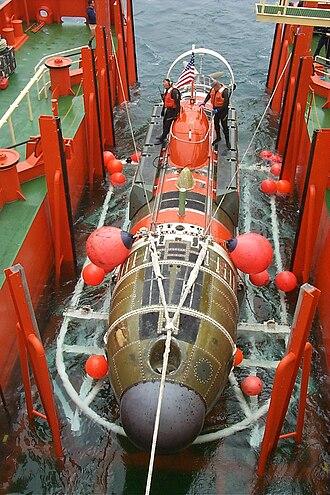 DSRV-2 Avalon - Image: DSRV 2 Avalon on support ship