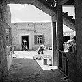 Daliya al-Carmel. Dorpsgezicht een druzische man die een ezel voedert, Bestanddeelnr 255-2670.jpg