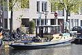 De sleepboot GEUS voor de wal in Leiden (03).JPG
