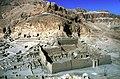 Deir el-Medina-02-Tempel von oben-Ptolemaeer-Zeit-2.JH-1982-gje.jpg