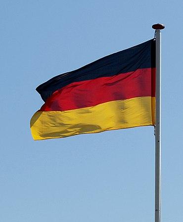 Die Deutschlandflagge hat drei Farben: welche?