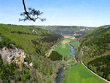 [Bild: 220px-Donautal_vom_Knopfmacherfelsen.jpg]
