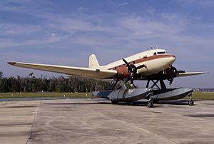 Douglas C-53D Skytrooper (N130Q).jpg