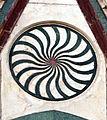 Duomo di firenze, medaglioni intarsiati in marmi nei timpani delle finestre sui fianchi 04,2.jpg