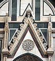 Duomo di firenze, medaglioni intarsiati in marmi policromi nei timpani delle finestre sui fianchi 04.JPG