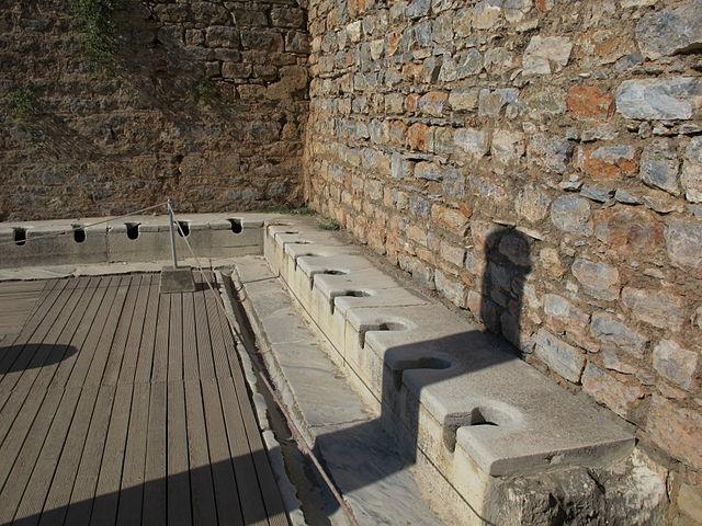 640px-Efeso%2C_latrina_01.JPG