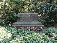 Ehrengrab Thuner Platz 2-4 (Lichtf) Ernst und Alexander Oppler.jpg