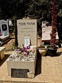 Ehud Manor tombstone.jpg