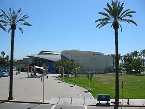 Aquarium of the Pacific - Walkway to the aquarium