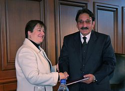 Elena Kagan giving award to Iftikhar Muhammad Chaudhry