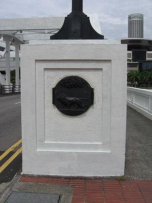 Elgin Bridge (Singapore) - The crest of the Singapore Municipal Commission at one end of Elgin Bridge, Singapore.