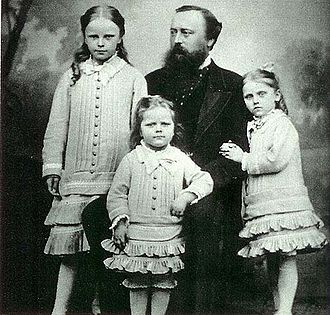 Countess Adelaide of Lippe-Biesterfeld - Adelaide with her father and two sisters.