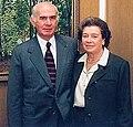 Eugenio Cruz Vargas y Luz Vergara de Cruz en exposicion junio de 1999.jpg