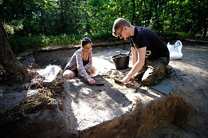 Exploration of the trench of cremation burial site in Chlodik.jpg