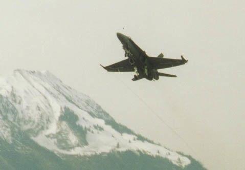 F-18 steigt