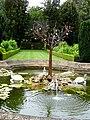 Fontaine au milieu du jardin.JPG