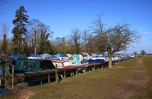 Footpath alongside the moorings on Port Meadow - geograph.org.uk - 1758525